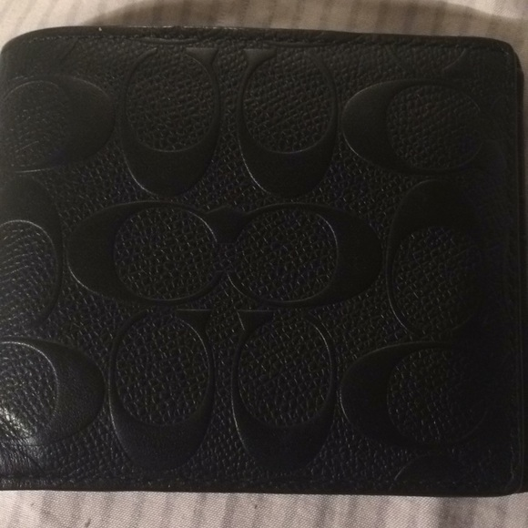 21512a153bab Coach Other - Authentic Men s Cc Coach wallet. Euc